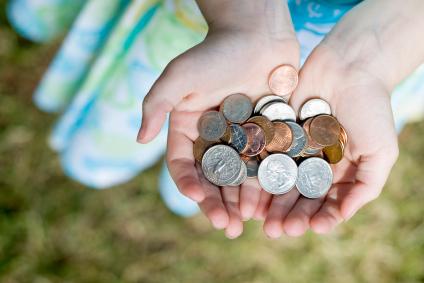 أعطي فكة النقود التي لديك لجمعية خيرية أو الى محتاج