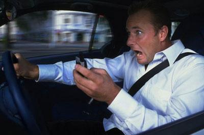 لا تستخدم الهاتف المحمول عند قيادة السيارة